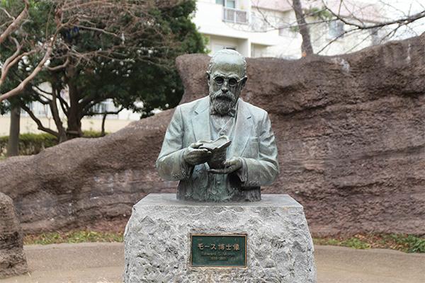 大森貝塚遺跡庭園の「モース博士像」
